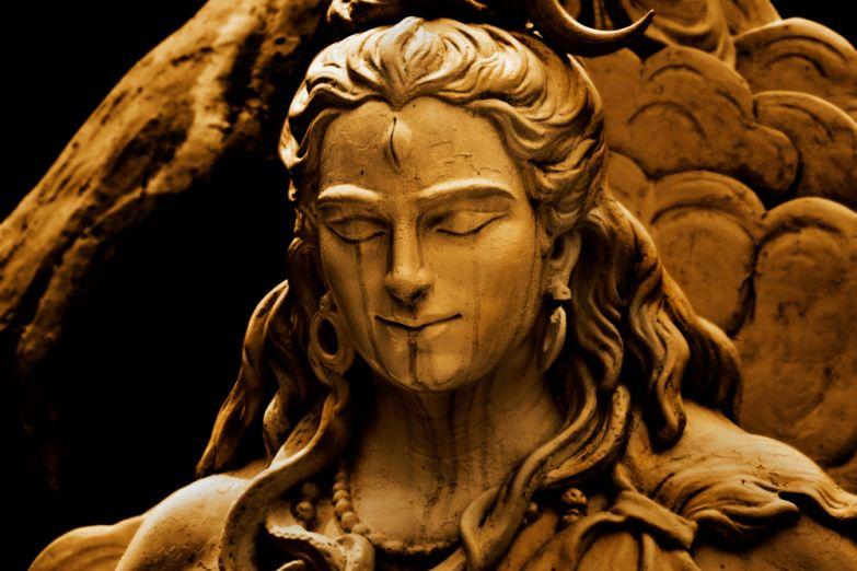 Статуя бога Шивы в Ришикеше
