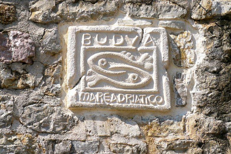 Две рыбы - старинный символ Будвы
