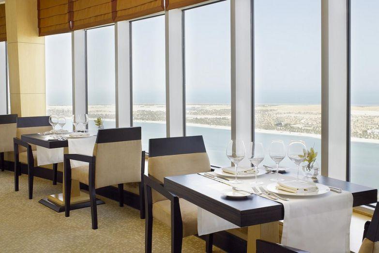 Интерьер ресторана Al Fanar