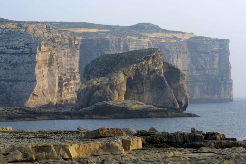 Скала Генерала на побережье Двейра