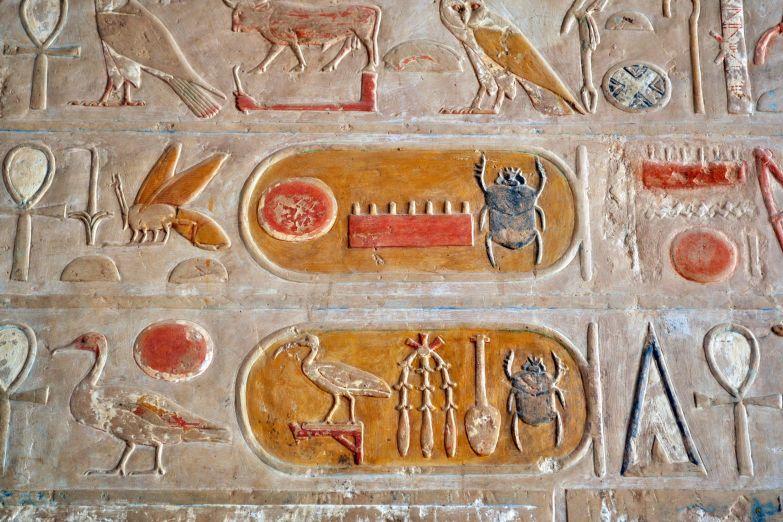 Цветные иероглифы храма Хатшепсут