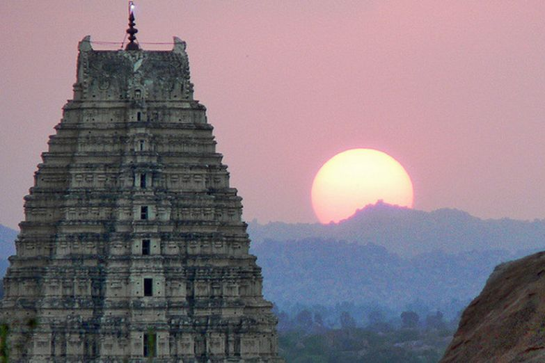 Руины древнего города Виджаянагара в Хампи