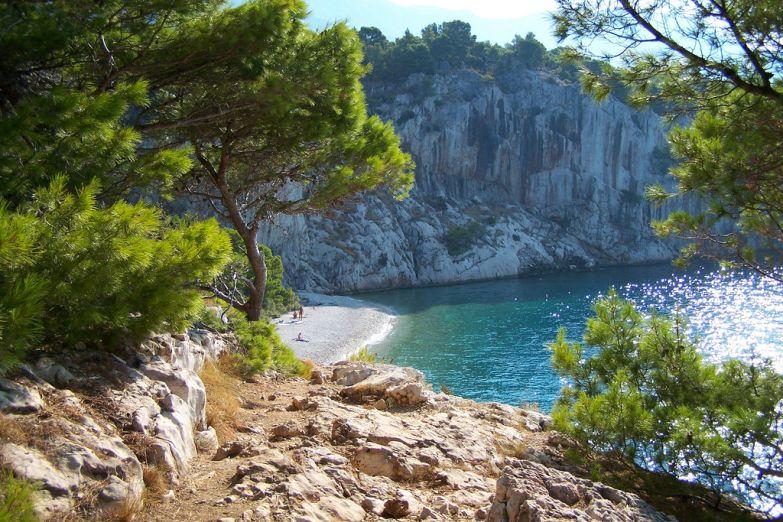 Нудистский пляж на курорте Макарска
