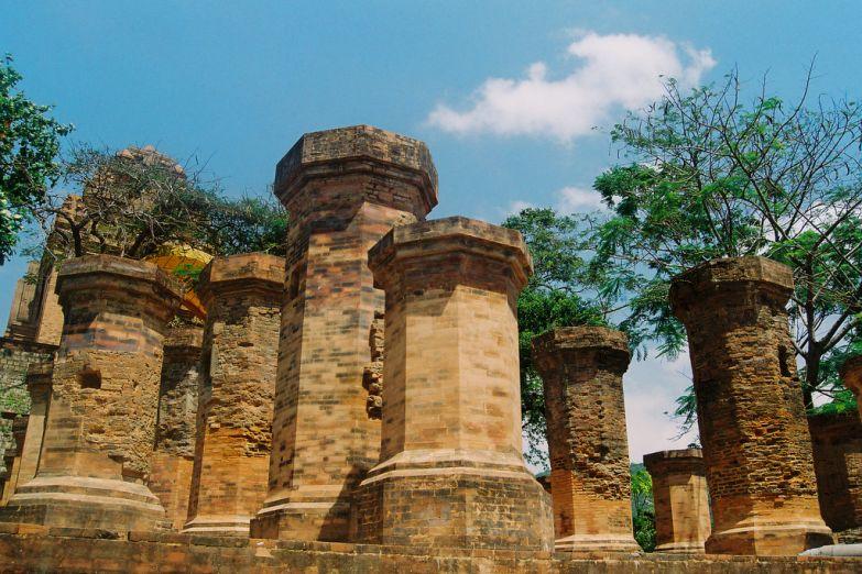 Чамские башни По Нагар