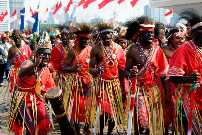 Жители Папуа в традиционных нарядах