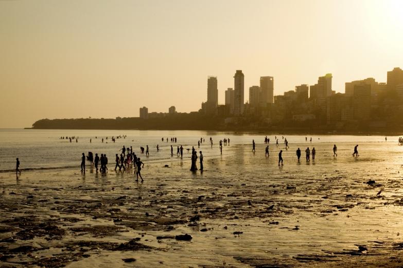 Закат на пляже Чоупатти