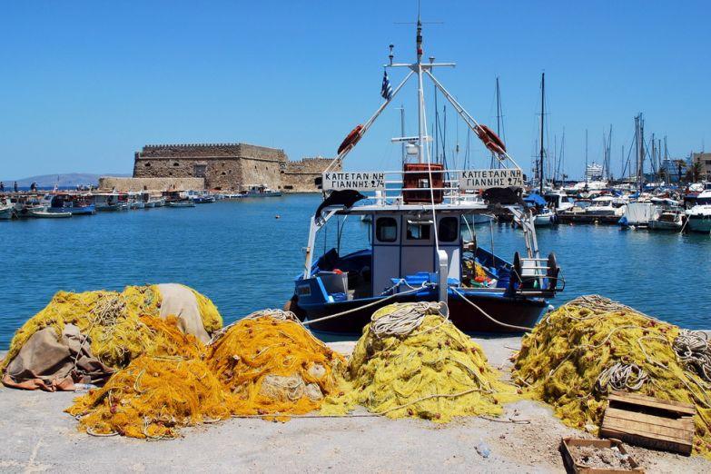Лодка в гавани Ираклиона