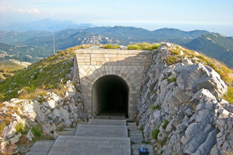Тоннель к мавзолею Негоша