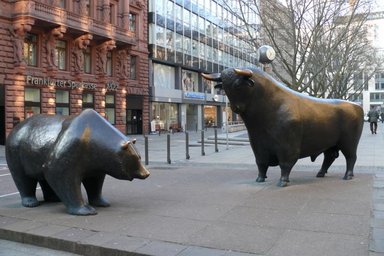 Скульптуры у Франкфуртской фондовой биржи