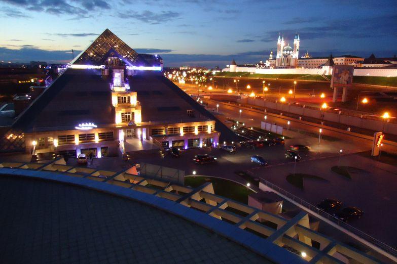 Вид на ночной Кремль в Казани