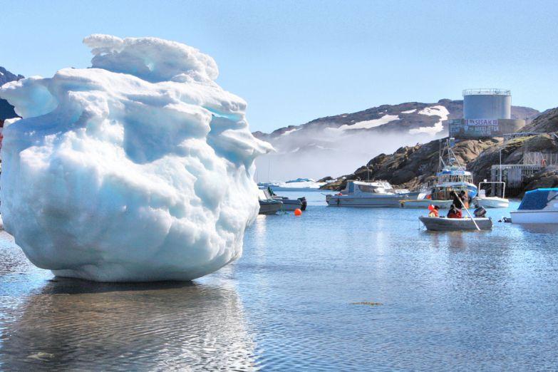 Маленький айсберг в Гренландии