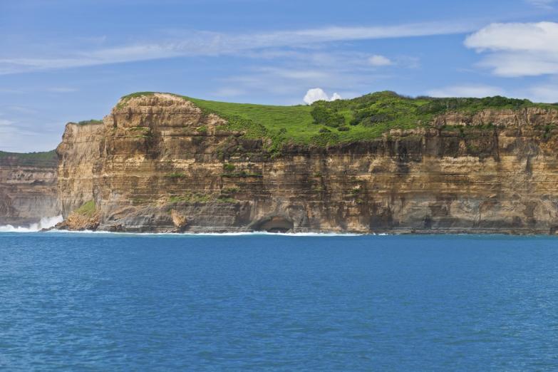 Скалы у побережья Ломбока