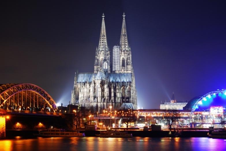 Кельнский собор в свете ночных огней