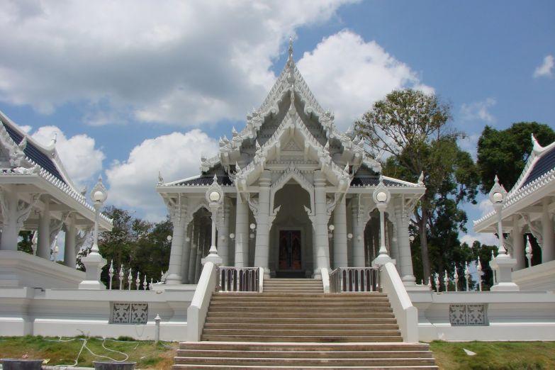 Белоснежный храм Ват Кео