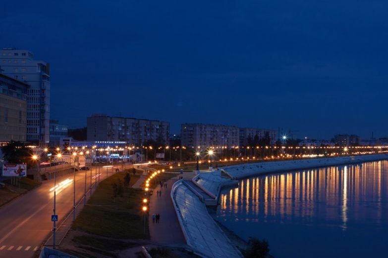 Ночная набережная в Омске