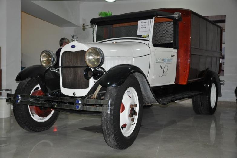 Музей классических автомобилей в Кавре