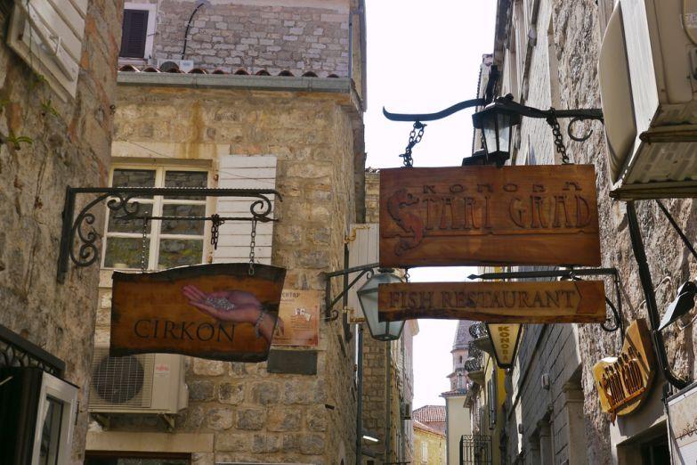 Вывескв в Старом городе
