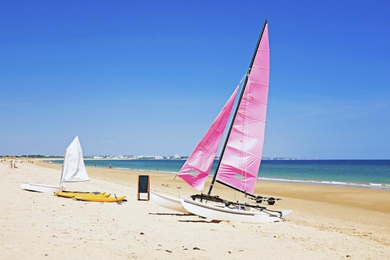 Длинная песчанная полоса пляжей